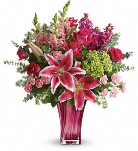 Teleflora's Steal The Spotlight Bouquet in Bradford ON, Linda's Floral Designs