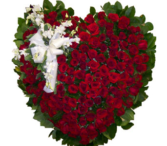 Red Rose Heart in Bayside NY, Bell Bay Florist