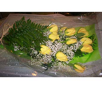 12 Yellow Roses in Markham ON, Freshland Flowers