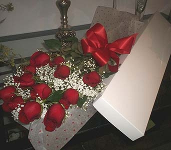 12 Red Roses Boxed in Markham ON, Freshland Flowers