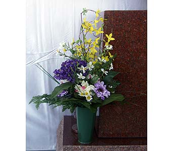 Cemetary Arrangement in Fort Dodge IA, Becker Florists, Inc.