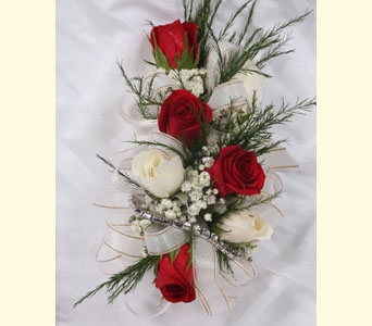 7 Sweetheart Rose Corsage in Southampton PA, Domenic Graziano Flowers