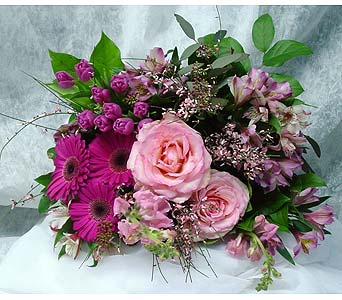 Pretty in Pink in Massapequa Park NY, Bayview Florist & Montage  1-800-800-7304