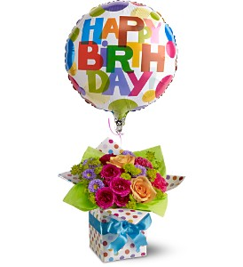 Teleflora's Happy Birthday Present in Revere MA, Flower Gallery
