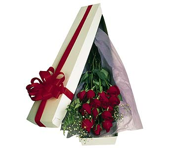 1 Dozen Boxed Red Roses in Southgate MI, Floral Designs By Marcia