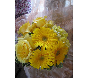 Yellow Color Therapy in Massapequa Park NY, Bayview Florist & Montage  1-800-800-7304