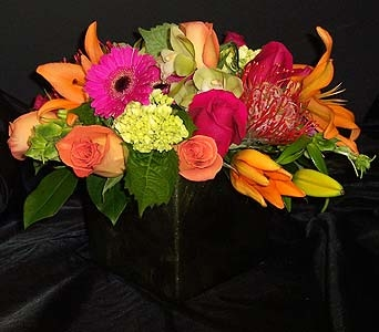 Strikingly Chic in Kirkland WA, Fena Flowers, Inc.