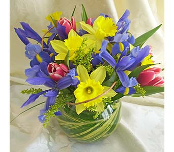 Contemporary Spring Bouquet in Farmington CT, Haworth's Flowers & Gifts, LLC.