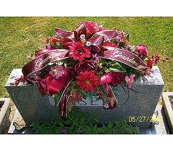 Tombstone Saddle in Dry Ridge KY, Ivy Leaf Florist