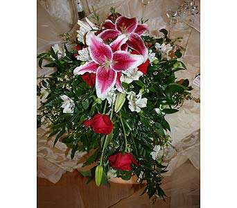 Bride�s Bouquet CenterpiecePlease call for more info 888-279-7845 in Manotick ON, Manotick Florists