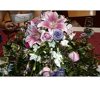 Bride�s Bouquet Head Table ArrangementPlease call for more info 888-279-7845 in Manotick ON, Manotick Florists