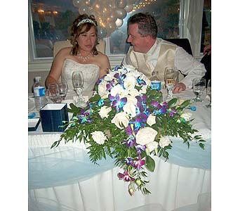 Orchardview Wedding  Bride�s CenterpiecePlease call for more info 888-279-7845 in Manotick ON, Manotick Florists