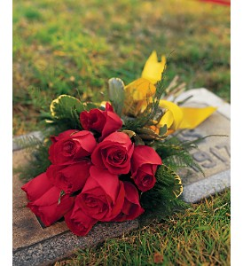 Flower Deliveries on Cemetery Flowers Delivery Jensen Beach Fl   Brandy S Flowers   Candies