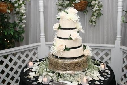 Black & White Wedding Cake in Henderson NV, A Country Rose Florist, LLC