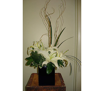 Lily Centerpiece - Marriott Waterside in Tampa FL, Buds, Blooms & Beyond