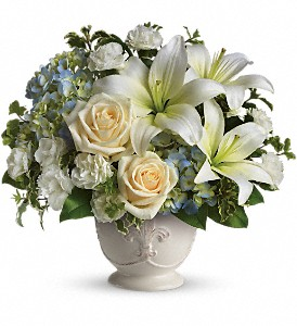 Beautiful Dreams by Teleflora in Oakland MD, Green Acres Flower Basket