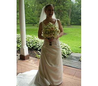 Beautiful Bride in Hanover PA, Country Manor Florist