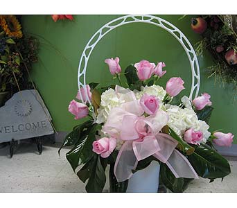 Basket Tributes in Columbia TN, Doris' Flowers & Gifts