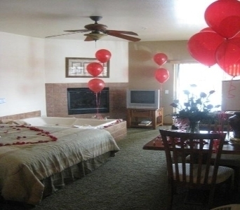 LARGE ROMANCE PACKAGE in Big Bear Lake CA, Little Green House