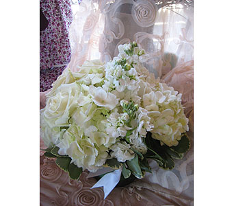 White Color Therapy in Massapequa Park NY, Bayview Florist & Montage  1-800-800-7304