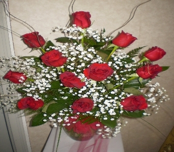COUNTRY MANOR''S SIGNATURE DOZEN ROSES in Hanover PA, Country Manor Florist