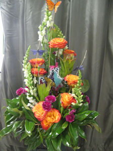 Sympathy Design With Keepsake in Columbia TN, Doris' Flowers & Gifts