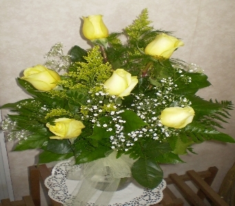 Signature Half Dozen Roses- YELLOW in Hanover PA, Country Manor Florist