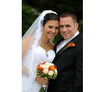 Bride and Groom in Middletown DE, Forget Me Not Florist & Flower Preservation
