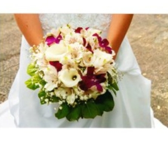 Stefanie's Bouquet in Hanover PA, Country Manor Florist