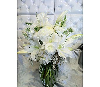 Graceful Whites in Santa Monica CA, Santa Monica Florist