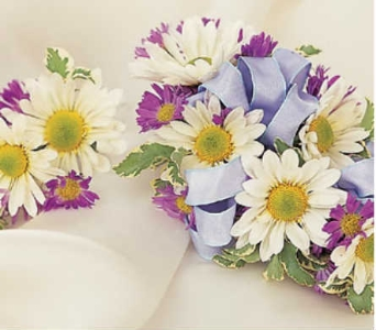 Daisy Corsage and Bout. in Warren MI, Downing's Flowers & Gifts Inc.