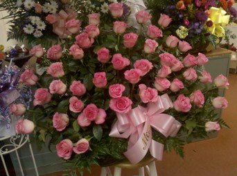 pink rose tribute in Abington MA, The Hutcheon's Flower Co, Inc.