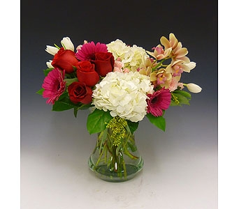 Blushing Blooms in Kirkland WA, Fena Flowers, Inc.