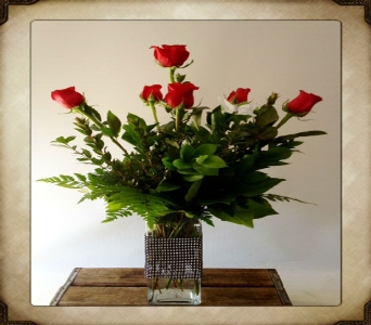 Classic 1/2 Dozen With Black Diamond Vase in Yorba Linda CA, Garden Gate