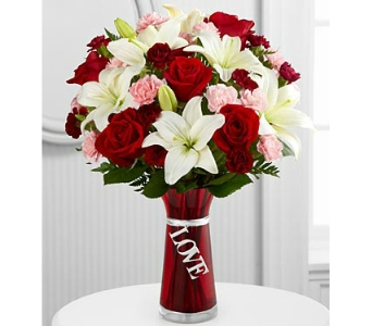 Expressions of Love� Bouquet DELUXE by FTD� in Arlington VA, Twin Towers Florist