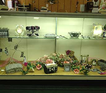 Jewelry & Jewelry Boxes in New Castle PA, Butz Flowers & Gifts