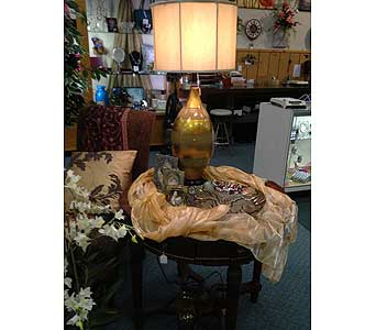 Fashionable Lamp in New Castle PA, Butz Flowers & Gifts