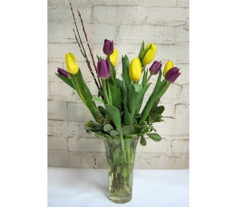 Spring Tulip Bouquet in Moorhead MN, Country Greenery