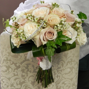 Antique Rose Bouquet in St Catharines ON, Vine Floral
