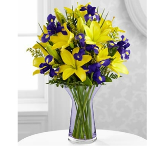 Touch of Spring� Bouquet DELUXE by FTD in Arlington VA, Twin Towers Florist
