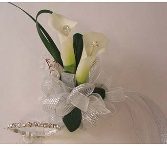 Wrist corsage -Mini Callas in Bloomington IL, Forget Me Not Flowers