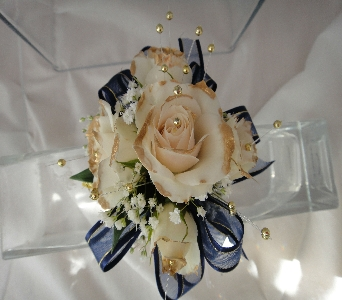 Cream roses in Greenville SC, Expressions Unlimited