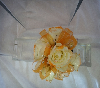 Spray roses with orange in Greenville SC, Expressions Unlimited