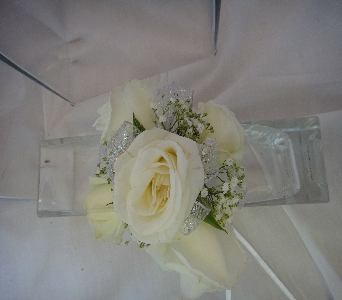 White Spray roses in Greenville SC, Expressions Unlimited