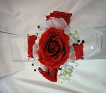 Red Spray Roses in Greenville SC, Expressions Unlimited
