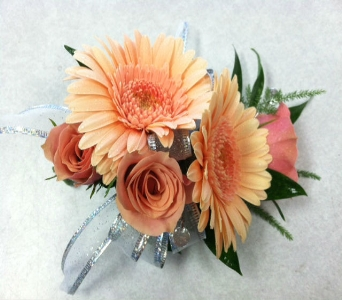 Peach Corsage in Depew NY, Elaine's Flower Shoppe