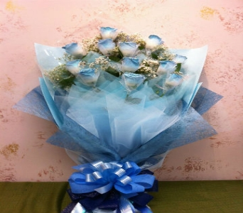 One Dozen Hong Kong Style Rose (Hand-Tie) in Walnut CA, Royal Florist & Gifts