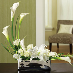 Wondrous White Bouquet  in Lemont IL, Royal Petals