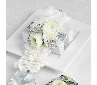 White Wedding 28 in Albuquerque NM, Silver Springs Floral & Gift