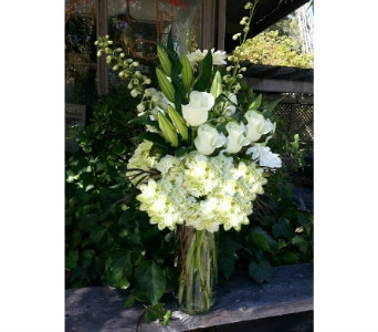 Crisp green and white in Orinda CA, Misaghi Design Orinda Florist